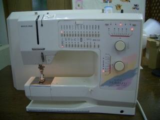 ベル二ナ 家庭用コンピューターミシン ホリデーヌ1090 フットコン専用