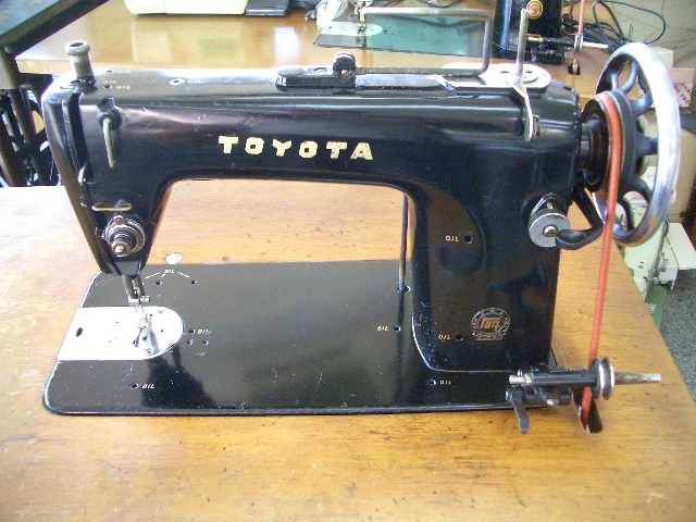 TOYOTA 1本針本縫い職業用ミシン アンティーク 足踏み
